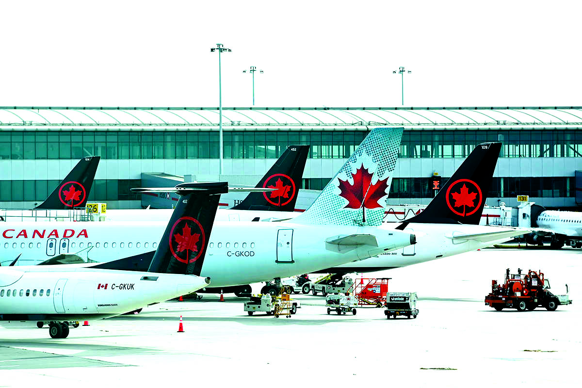 3 Air Canada airplanes on the tarmac